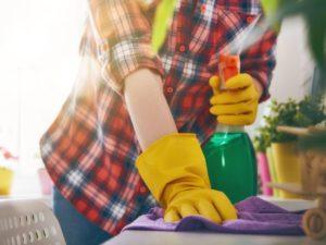 Limpar a casa faz tão mal as mulheres como fumar 20 cigarros por dia.